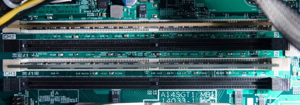 4 слота для памяти DDR4